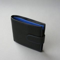 Juoda piniginė su mėlynomis detalėmis